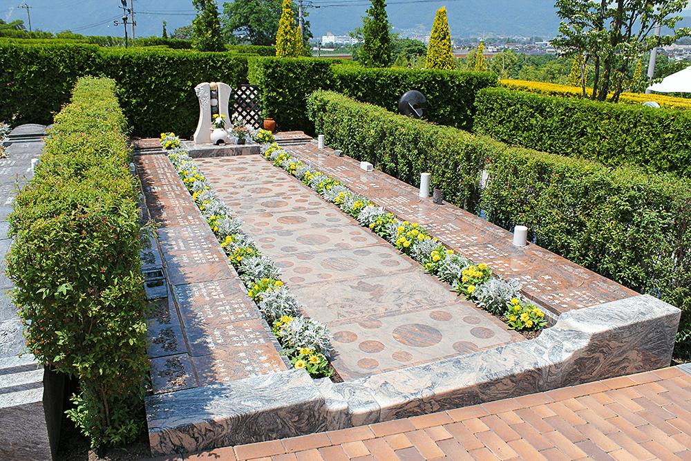上田市公園墓地 永代供養墓