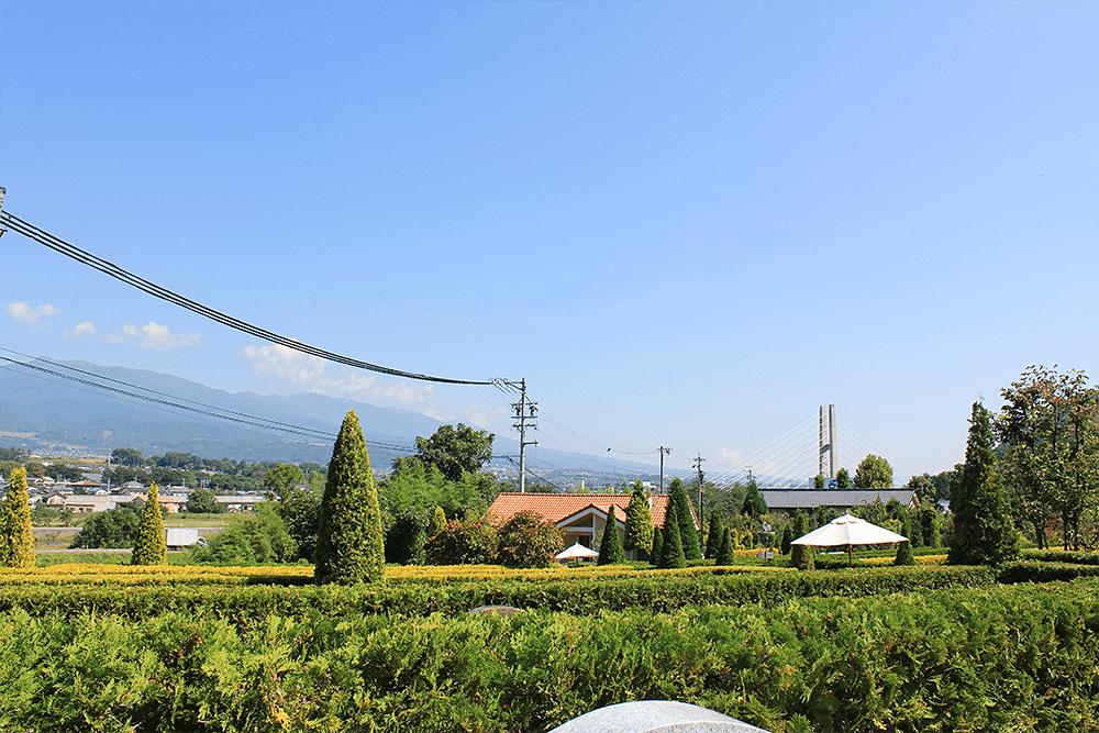 上田市公園墓地 エンゼルパークのゆったり広々とした区画が特徴の『ビオラの小径』