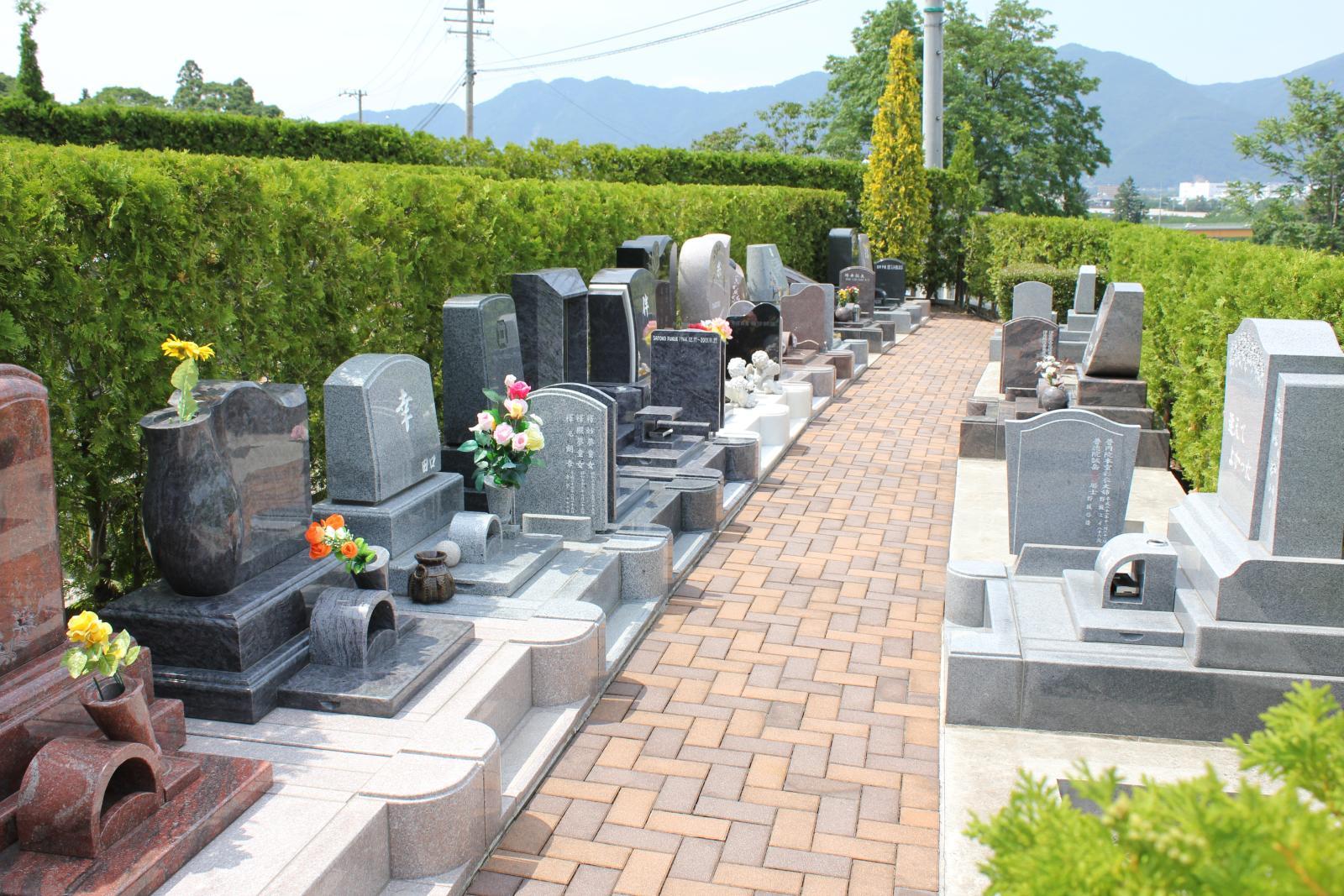 家族墓のコンパクト区画シオンの小径