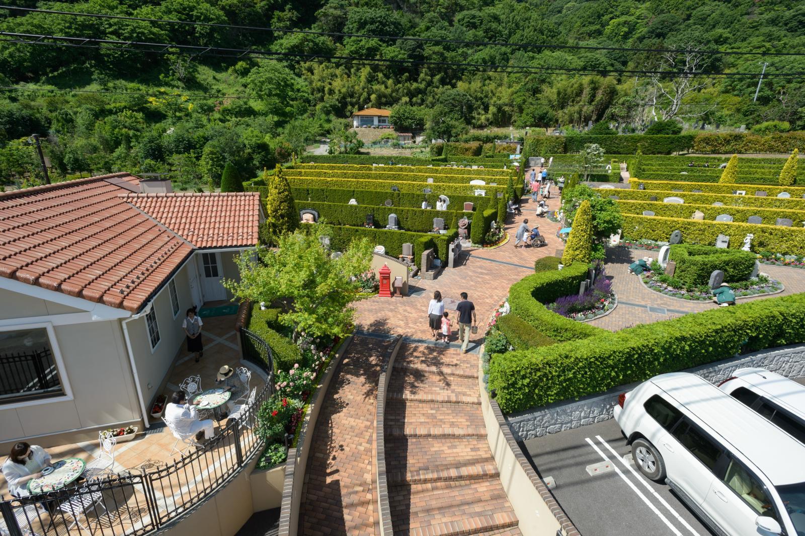 上田市の墓地園内