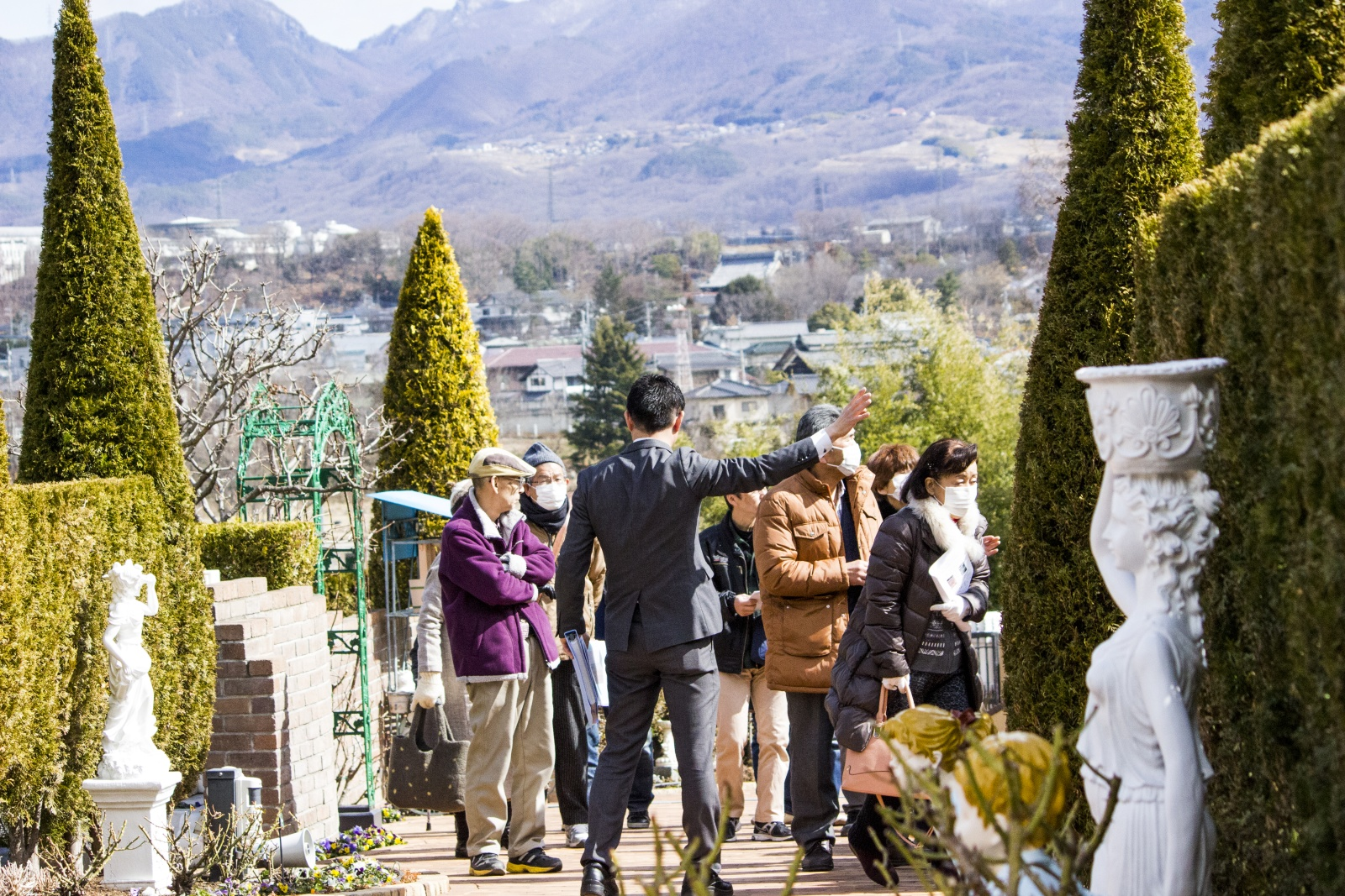 墓地霊園の見学の様子
